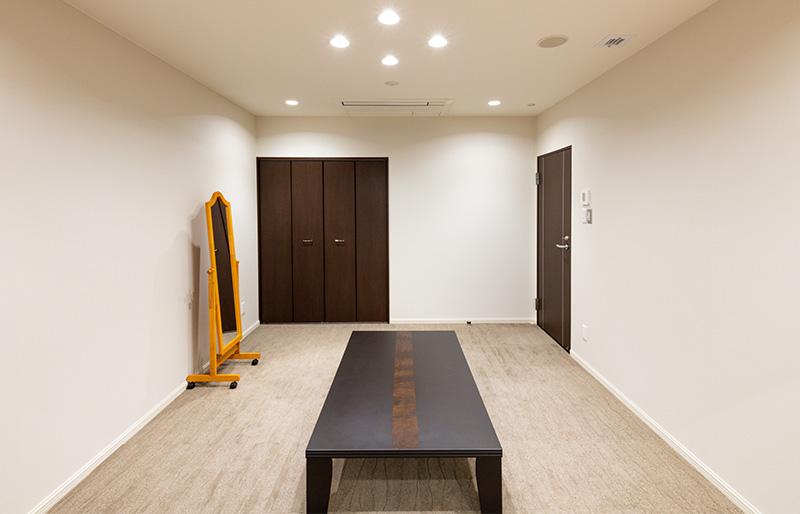 親族控室(フリーWiFi、床暖房完備)