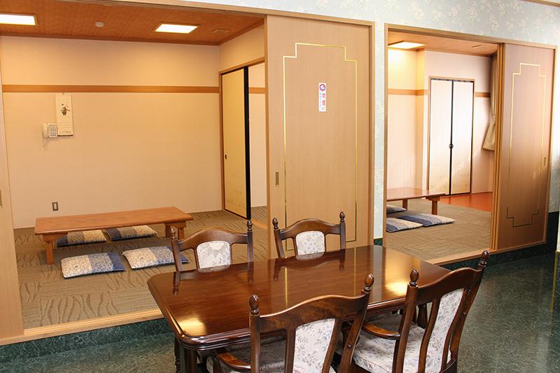 親族控室(床暖房完備、金庫、アメニティグッズ、浴衣、ドライヤー、冷蔵庫、電子レンジ)