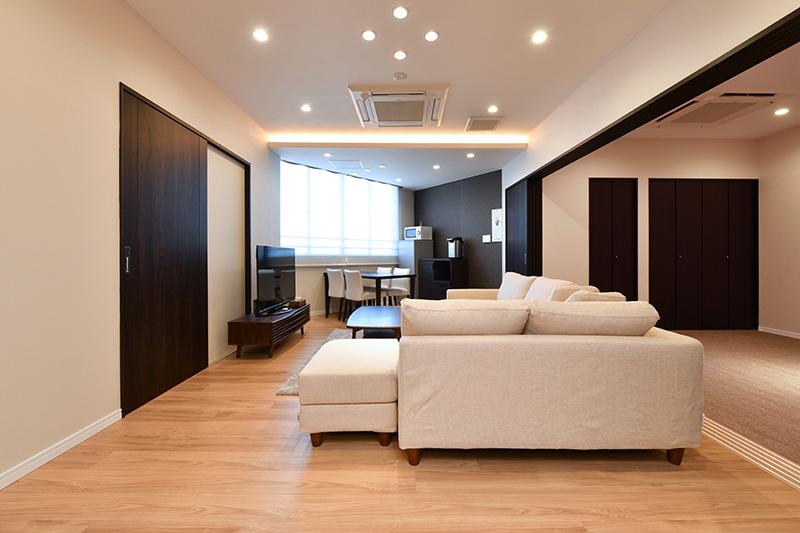 親族控室(床暖房、金庫、アメニティグッズ、浴衣、ドライヤー、冷蔵庫、電子レンジ、フリーWi-Fi)